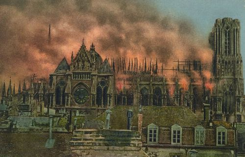 Reims, die Kathedrale w�hrend des Bombardements (19 September 1914)