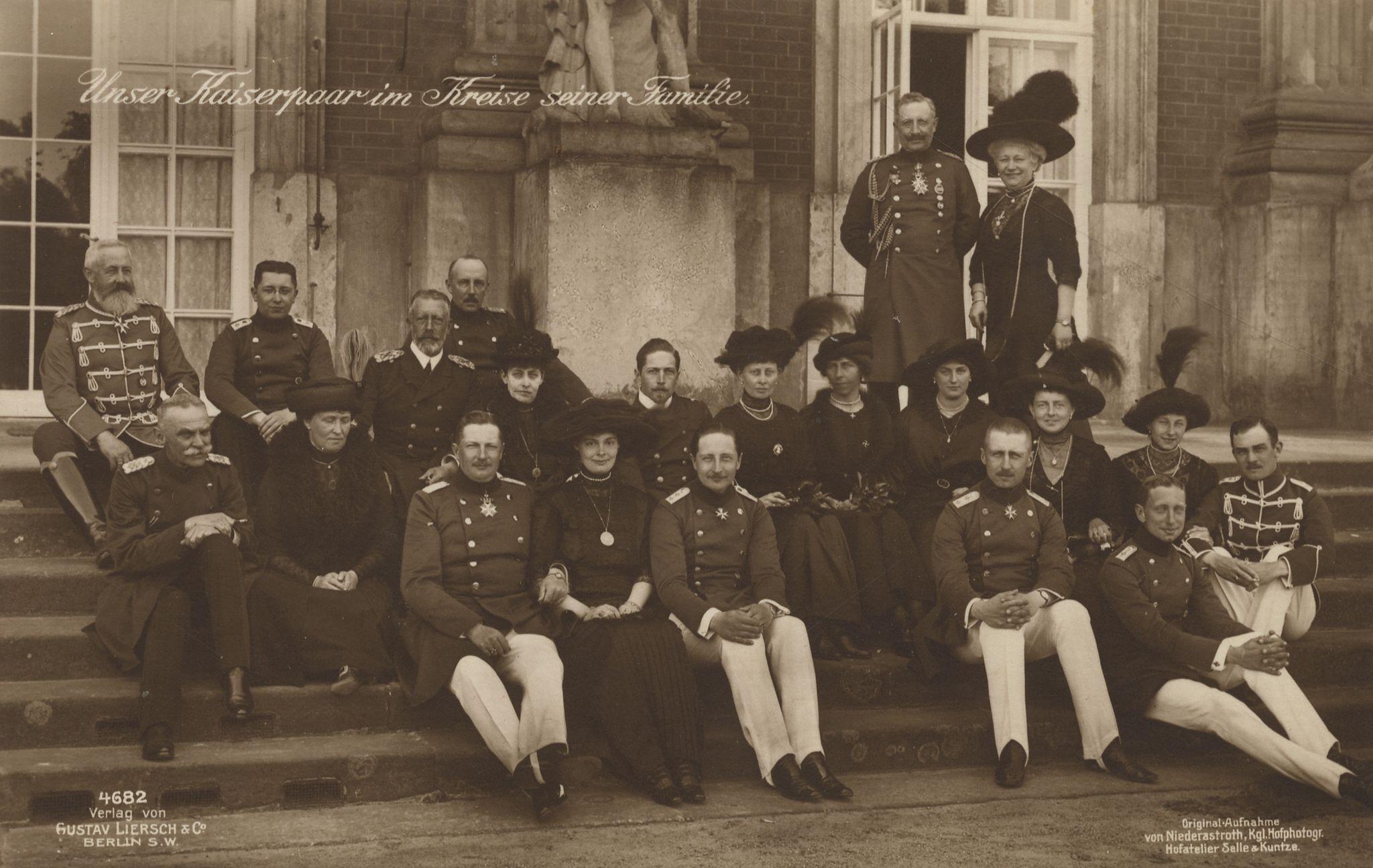 Adel Und Monarchie Preußen Familie Unser Kaiserpaar Im Kreise