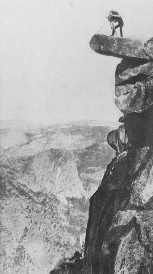 Amerikanischer Photograph um 1873: Der Photograph William H. Jackson auf dem »Observation Point« im Yosemite-Tal