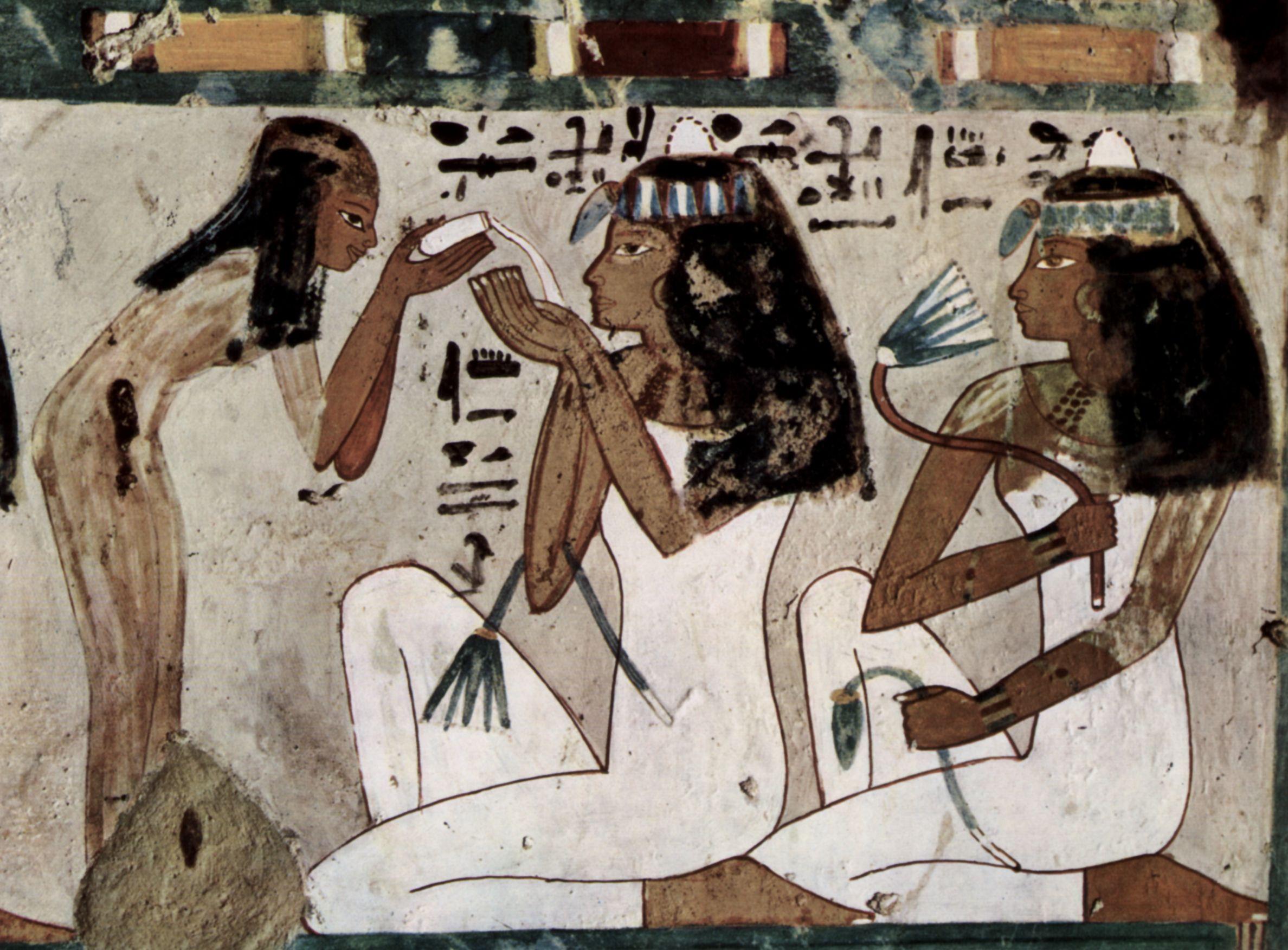 Достоверно известно, что ногтевые пластины окрашивали в Древнем Египте
